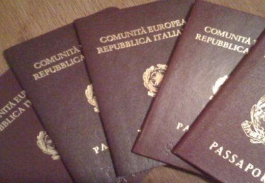 La fiera delle tasse. Raddoppia quella del passaporto. Costerà 73 euro