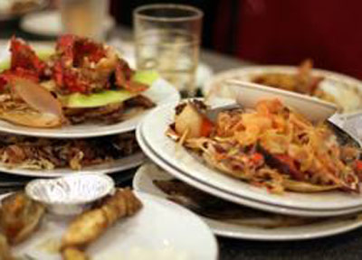 Gli italiani buttano troppo cibo  Ecco l'osservatorio e la Carta anti-spreco