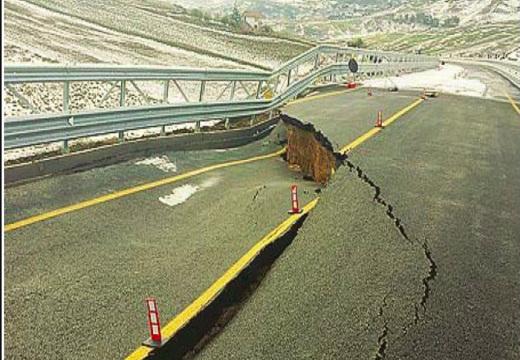 Sul ponte crollato in Sicilia c'è la firma Coop