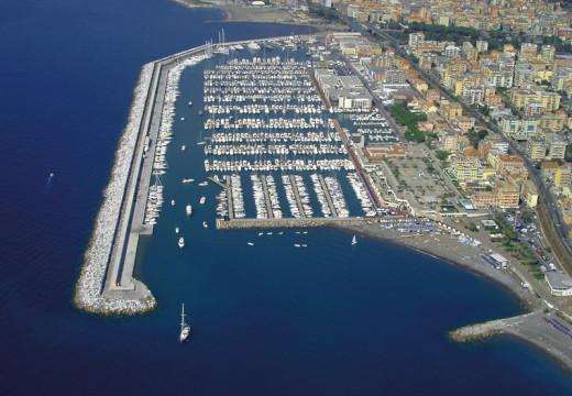 I porticcioli italiani aperti per legge… ad armi, terrorismo e droga